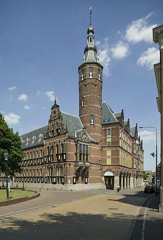 States of Groningen - Image: Overzicht met toren (Provinciehuis) op de hoek Martinikerkhof (linker gedeelte) en de Sint Jansstraat Groningen 20415685 RCE
