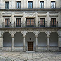 Palacio de los Austrias de El Escorial. Patio de los Mascarones.jpg
