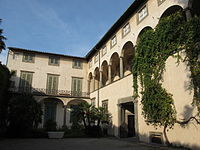 Palazzo mansi, cortile 02.JPG