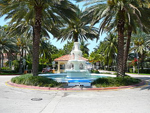 Palm Island (Miami Beach) - Fountain and guard gate at the entrance to Palm Island in Miami Beach from the MacArthur Causeway