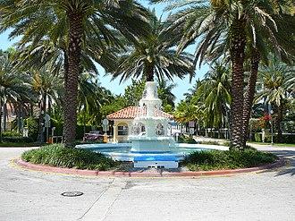 Palm Island (Miami Beach) - Fountain and guard gate at the entrance to Palm Island in Miami Beach from the MacArthur Causeway