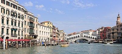 Panorama of Canal Grande and Ponte di Rialto, Venice - September 2017.jpg