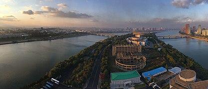 Panoramic view from Yanggakdo International Hotel.jpg