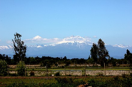 Nevado de Longavi seen from Parral, Chile Parral, Chile - volcano Longavi.JPG