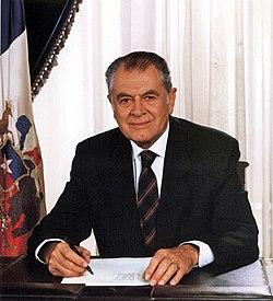 Patricio Aylwin (1990).jpg