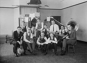 Paul Specht - Paul Specht (extreme right) with his orchestra in the early 1920s.