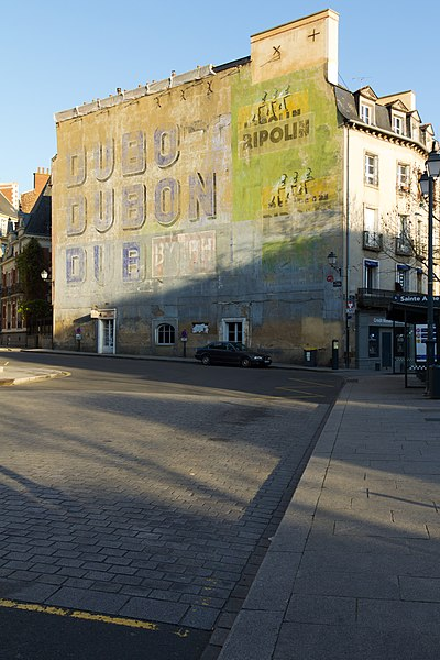 Rennes (Ille-et-Vilaine, France): Peintures murales publicitaires des années 1950, contour Saint-Aubin.