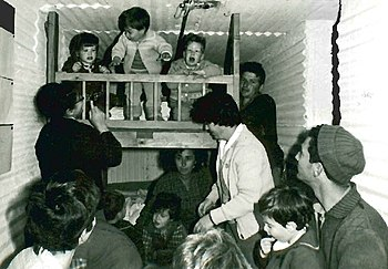 English: Children in the shelter at Kibbutz Da...