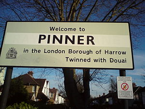Pinner - Pinner's Town sign 2009, Near Eastcote