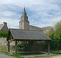 Pleslin-Trigavou, église Saint-Pierre et lavoir.jpg