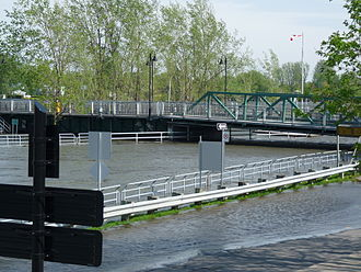 Chambly Canal - Image: Pont Gouin canal Chambly 2011 05 23