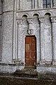 Porte latérale nord de l'église de la Nativité-de-Notre-Dame de Fontaine-Henry.jpg