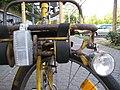 Postfahrrad, Gepäckträger vorne mit Lampenbefestigung, Detail - panoramio.jpg