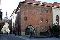 http://upload.wikimedia.org/wikipedia/commons/thumb/1/17/Praha%2C_Star%C3%A9_M%C4%9Bsto%2C_Univerzita_Karlova_II_EX.JPG/200px-Praha%2C_Star%C3%A9_M%C4%9Bsto%2C_Univerzita_Karlova_II_EX.JPG