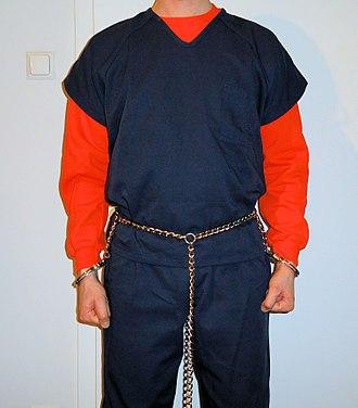 Belly chain (restraint) - Image: Prisoner in transport restraints