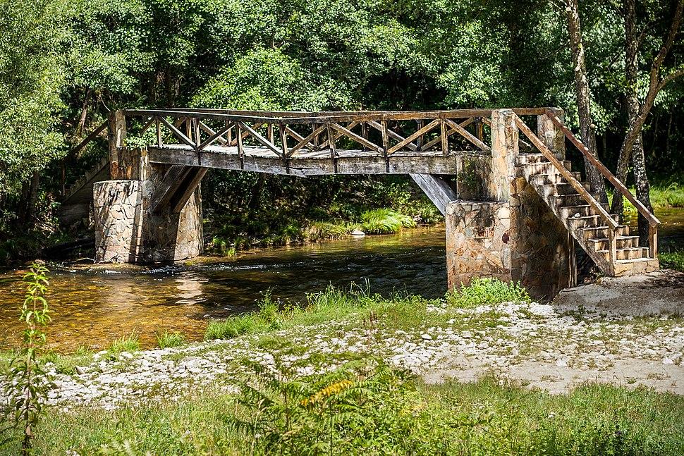 Puente sobre río Navia