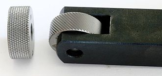Knurling - A single wheel knurling tool