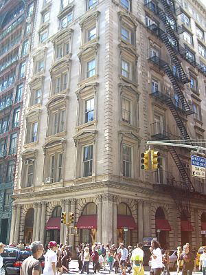The Real World: New York - Co-op at 565 Broadway, where the season was filmed. The loft built for filming was on the second and third floors.