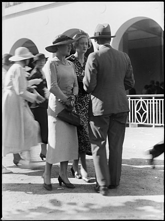 Warwick Farm Racecourse - Racegoers at Warwick Farm racecourse from the Tom Lennon collection, courtesy of the Powerhouse Museum