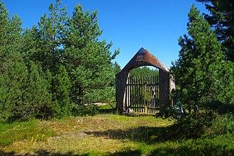 Rammu - Image: Rammu saare kalmistu värav