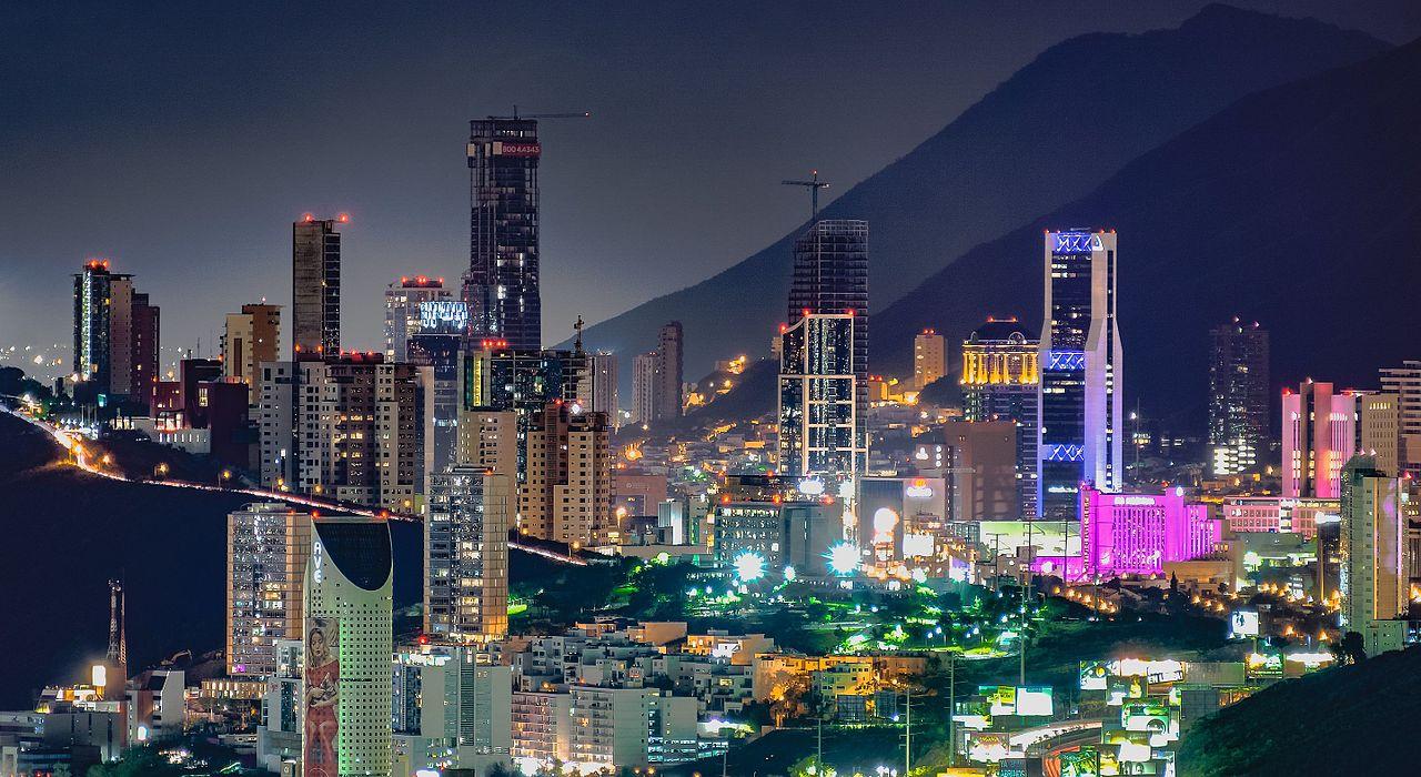 Fotos De Skyline >> File:Rascacielos en Monterrey.jpg - Wikimedia Commons
