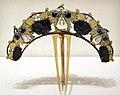 René lailique, diadema ramo di nocciolo, corno, oro, smalti, argento e pietre lunari, 1900-02 ca.jpg