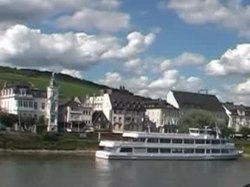 Fil:RheinBeiRüdesheim2008Video.ogv