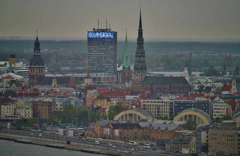 File:Riga Fernsehturm Blick von der Aussichtsplattform auf die Altstadt.JPG