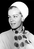 Romy Schneider at Madrid–Barajas Airport, 1965 (cropped).jpg