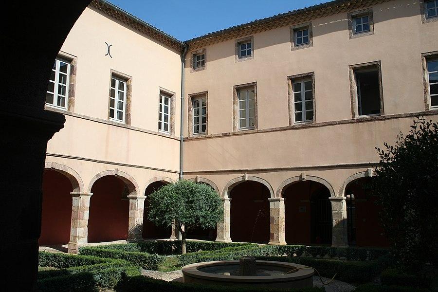 Saint-Chinian (Hérault) - ancien cloître.