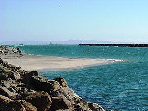 English: The San Gabriel River meeting the Pac...