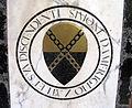 Santa croce, tombe sulla navata, con stemma, zati.JPG