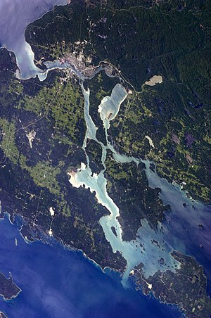 St. Marys River (Michigan–Ontario) - St. Marys River connects Lake Superior (top left) to Lake Huron (bottom and right)
