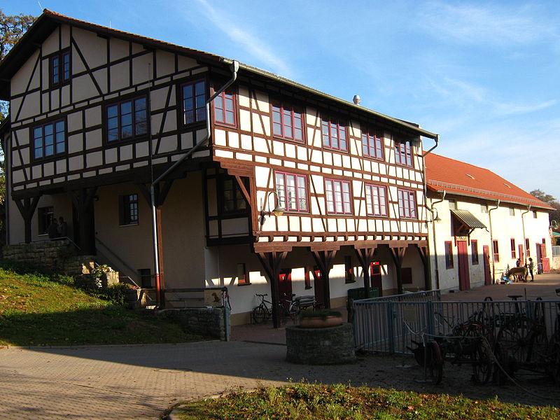 File:Schaubauernhof Zoopark Erfurt 1.JPG