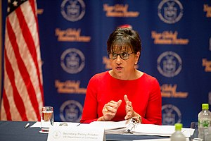 Penny Pritzker - Image: Secretary Pritzker Addresses International Media in Tokyo Flickr East Asia and Pacific Media Hub (2)