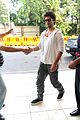 Shahid snapped on the way to Indore 01.jpg
