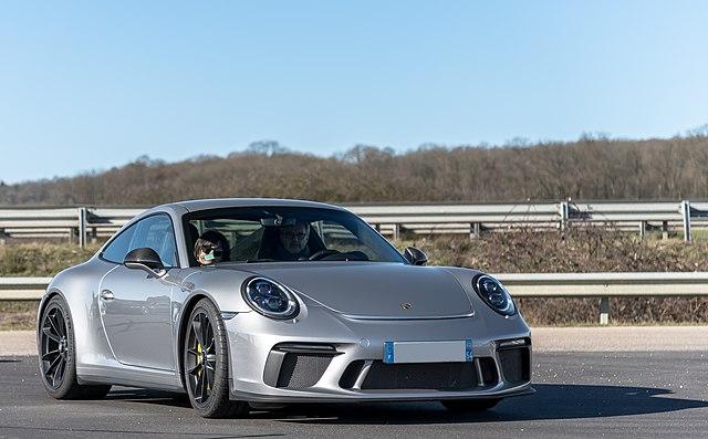 Silver 2018 Porsche 991 GT3 Touring (46518895425)