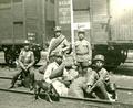 Sirotci před vlakem.png