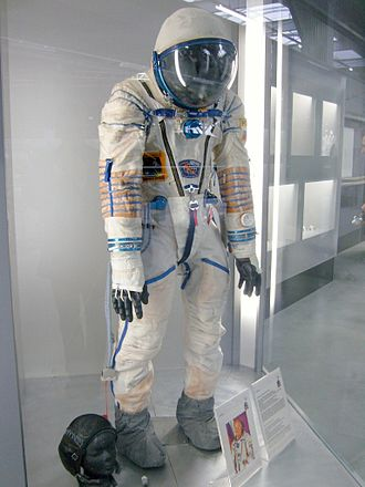 Sokol space suit - A KV-2 variant of the Sokol space suit displayed at the Technik Museum Speyer, Germany (2008)