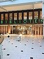 Solna stadsbibliotek interiör.jpg