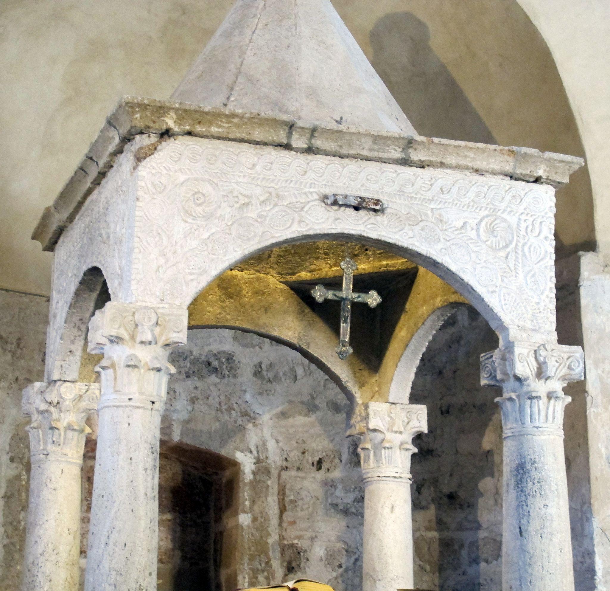 Sovana, Chiesa di Santa Maria Maggiore, ciborio