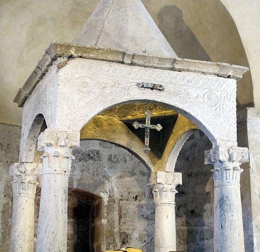 Sovana, chiesa di s. maria maggiore, int, ciborio preromanico 04