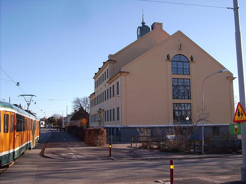 File:Spårvagn vid Karlshovsskolan i Norrköping, den 4 mars 2008.JPG