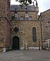 St-Servaasbasiliek, oostpartij, noordportaal & transeptkapel 01.jpg