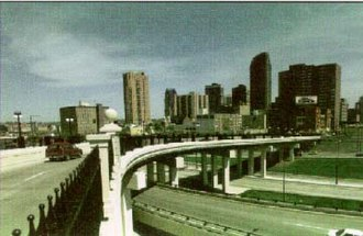 Interstate 35E (Minnesota) - The St. Peter Street bridge over the I-94 overlap