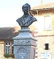 Statue d'Eugène Ténot à Larreule (Hautes-Pyrénées) 2.jpg