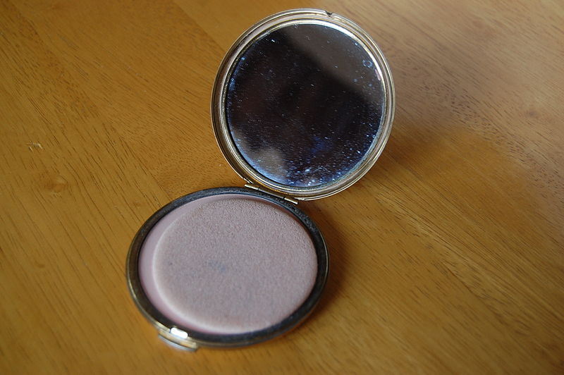 File:Stratton powder compact 02.JPG