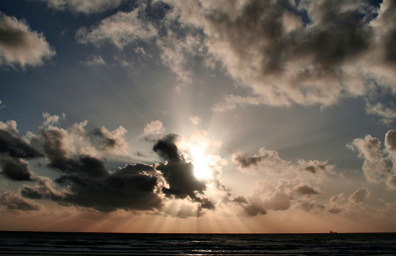 File:Sunset clouds and crepuscular rays over pacific.jpg