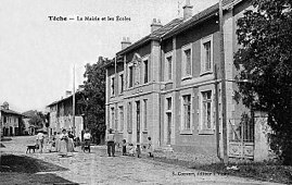 The town hall and school at the start of the 20th century