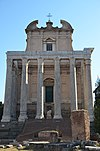 Temple of Divus Antoninus Pius and Diva Faustina, Upper Via Sacra, Rome (33093247495).jpg